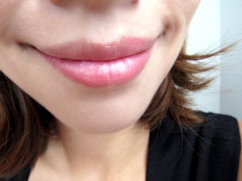 12 擦上唇保養後